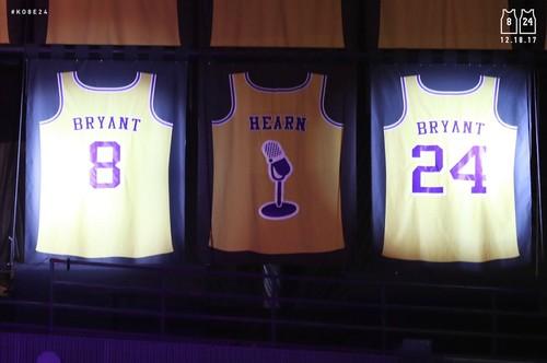 «Лейкерс» на праздничной церемонии вывели изоборота номера Брайанта